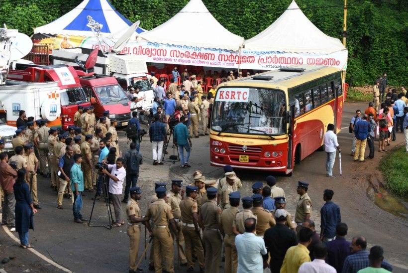 Vihased usufanaatikud ründasid India pühakotta tulnud naisi