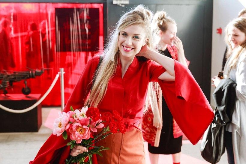Moekunstnik Liisi Eesmaa Brigitte Susanne Hundi kohta: talle meeldib tasuta lõunatel käia, aga minu juures peab riiete eest maksma ka