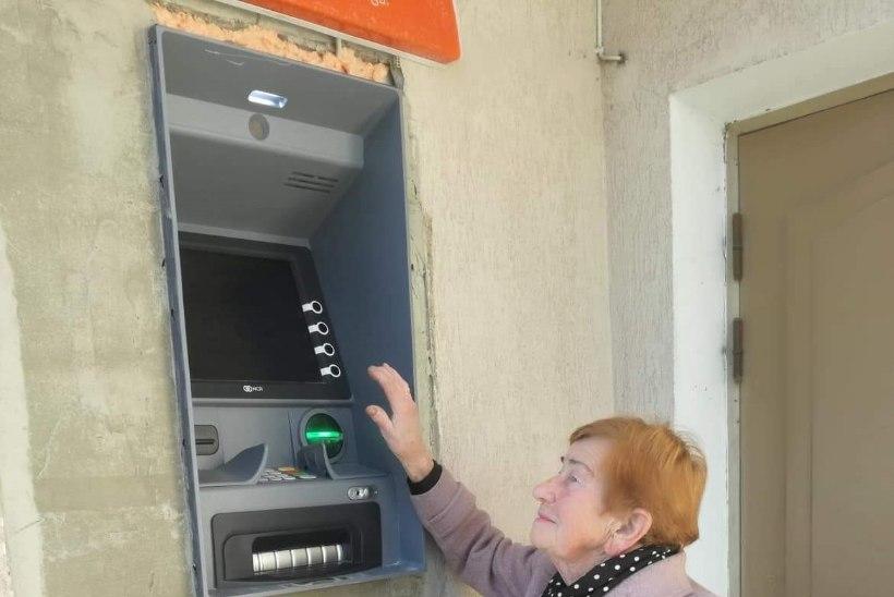 FOTOUUDIS   Räpina Swedbanki pangaautomaati saavad kasutada vaid korvpallurid