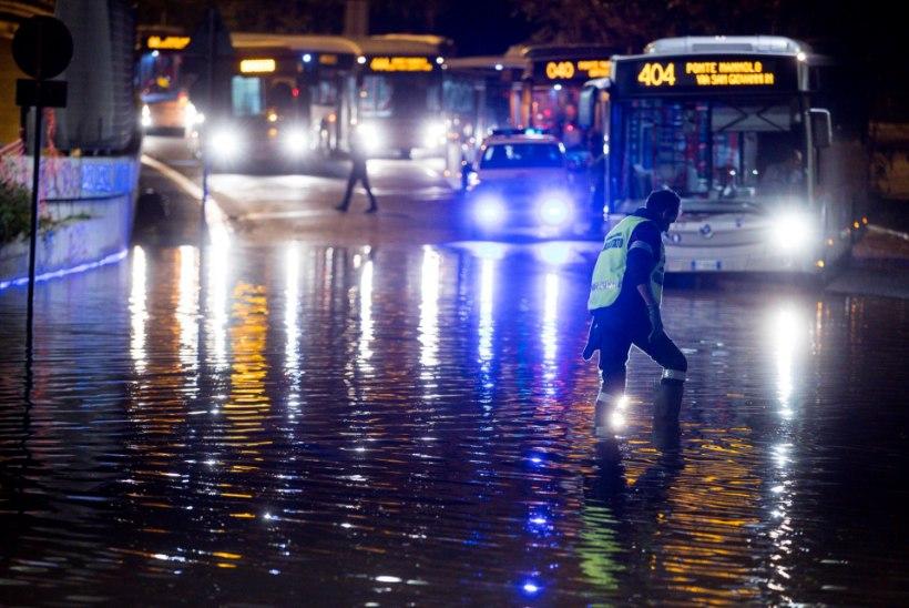 VIDEOD JA FOTOD | Rahetorm mattis Rooma tänavad jääsupi alla
