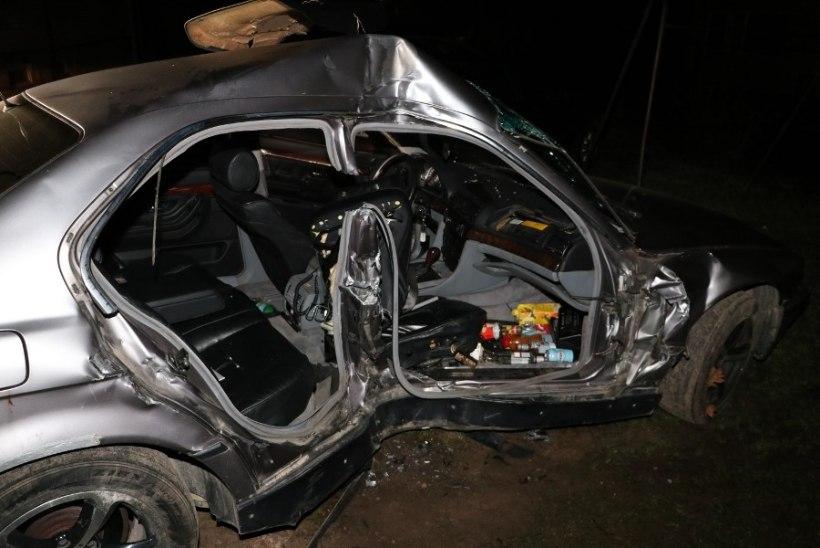 FOTOD | Politsei tabas ränga avarii põhjustanud ja sündmuskohalt põgenenud noormehe EMOst
