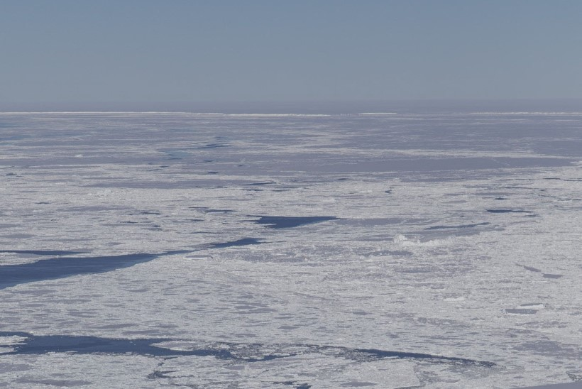 FOTO | NAGU NOAGA LÕIGATUD: NASA avastas ristkülikukujulise jääkamaka