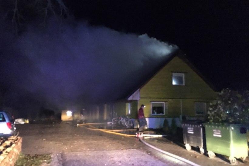 FOTOD | Viljandimaal põles elumaja