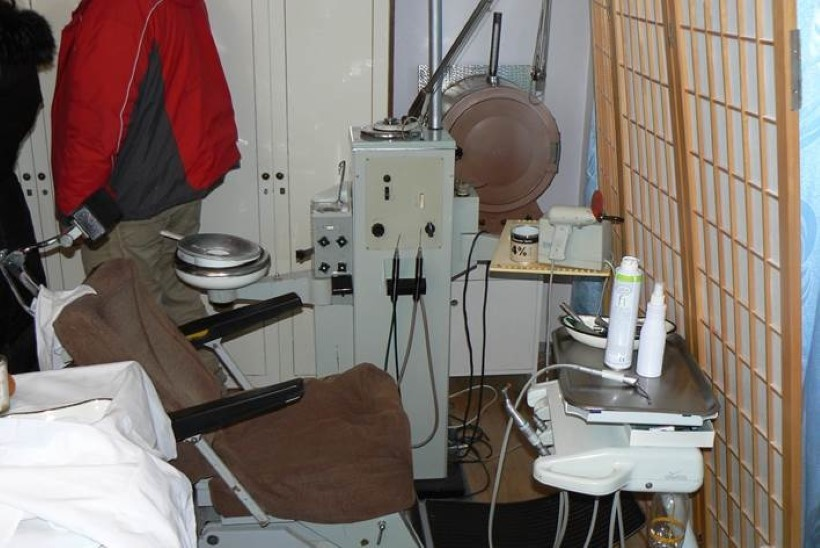 GALERII JA VIDEO | PÕRANDAALUNE HAMBAKLIINIK: oma korteris hambaid tohterdanud vanaproua sai karistada