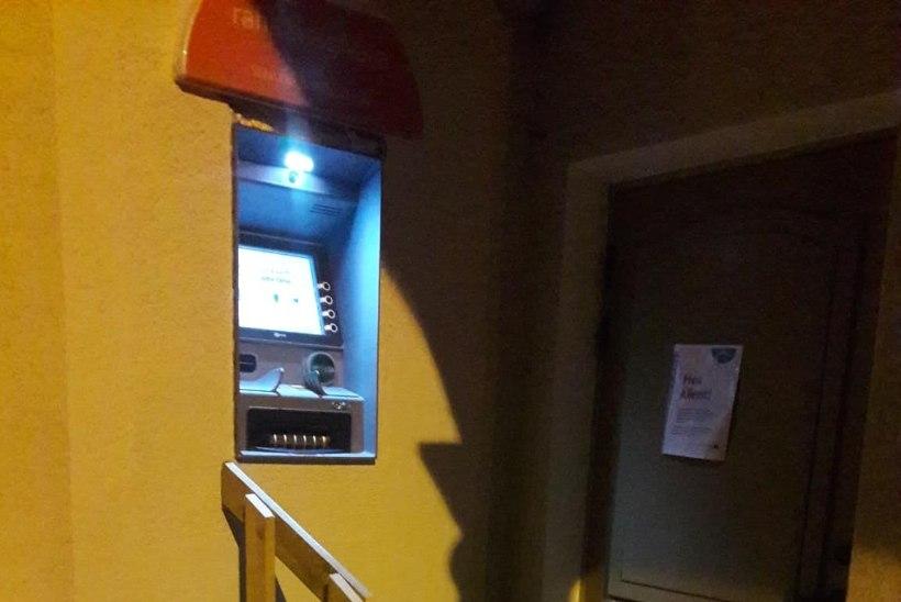 FOTO | Räpinas pääseb nüüd pangele ronimata pangaautomaadini