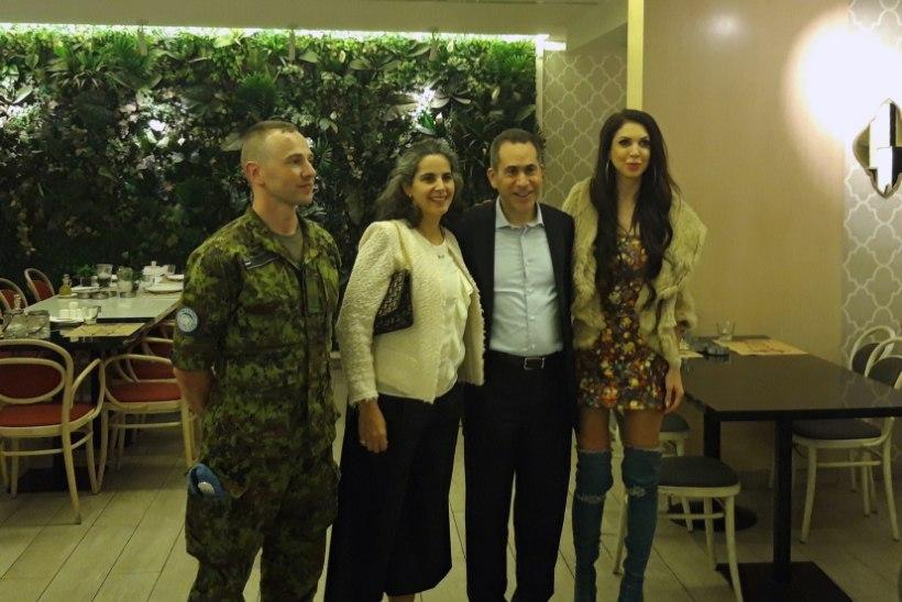 GALERII | Liibuvas kostüümis Laura esines Liibanonis teenivatele sõduritele