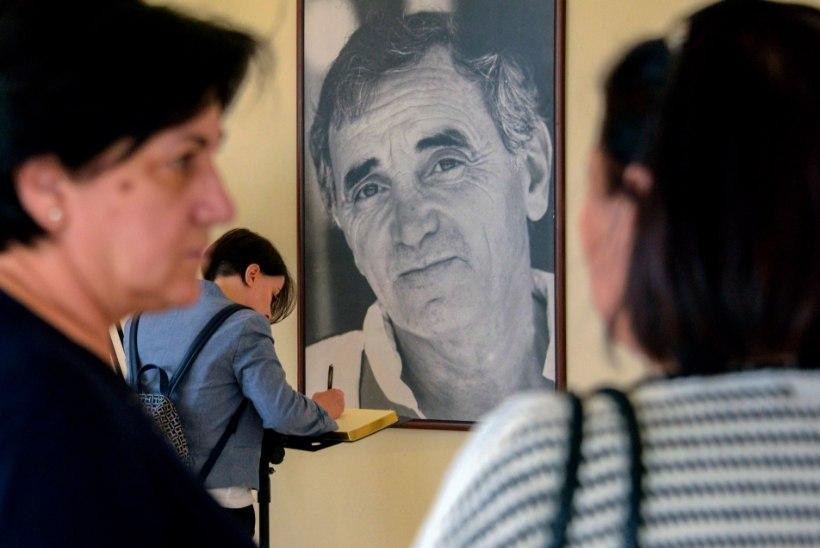 Prantsuse estraadilegend Charles Aznavour suri vannis