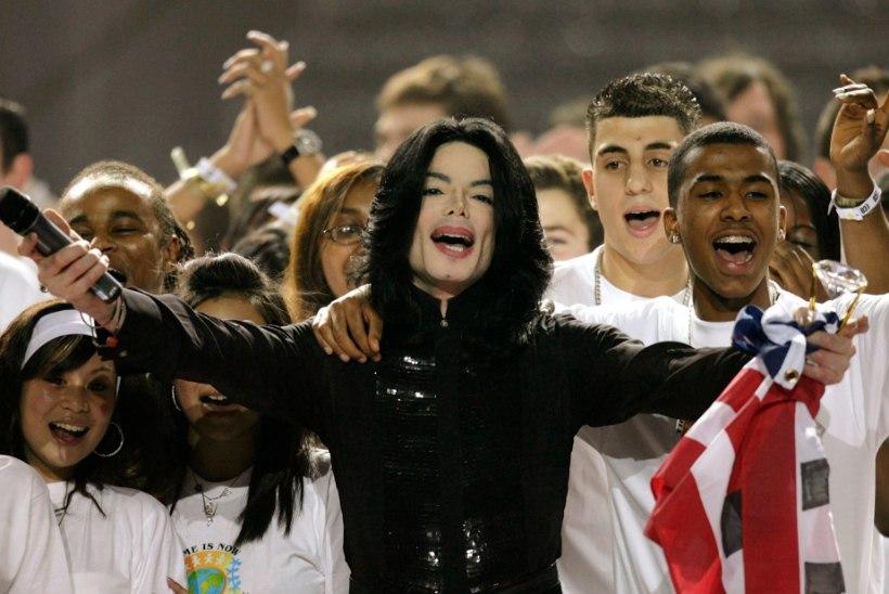 PURUNENUD UNISTUS: Michael Jackson tahtis James Bondiks saada