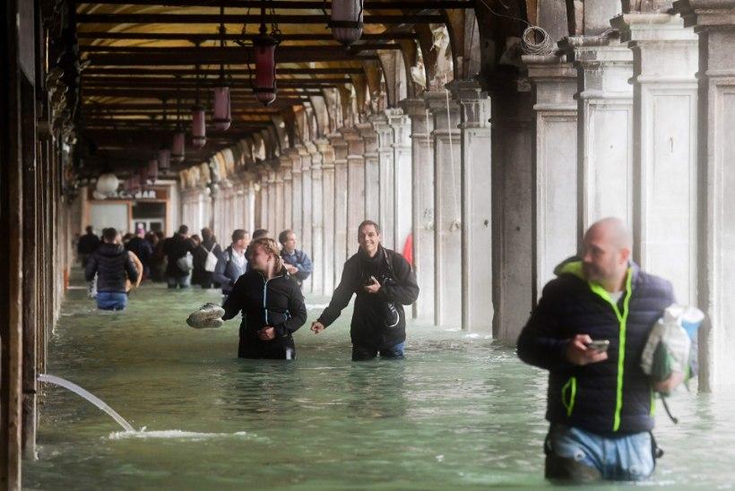 USKUMATUD VIDEOD JA FOTOD | Itaaliat tabanud torm tappis 11 inimest ja uputas Veneetsia
