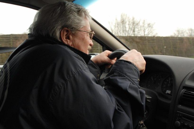 Uuring: paljud prillikandjad ei peaks sügispimeduses üldse autot juhtima