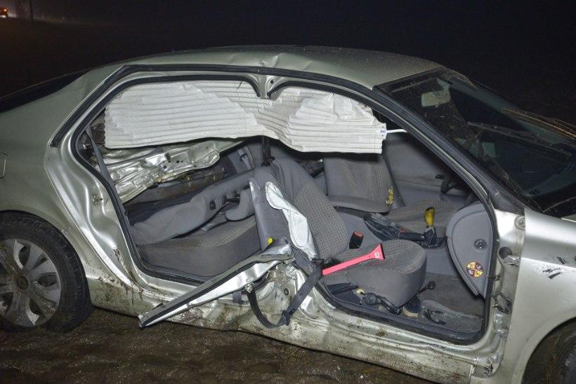 FOTOD | Vana-Võidu ristmikul juhtunud avariis sai viga neli inimest