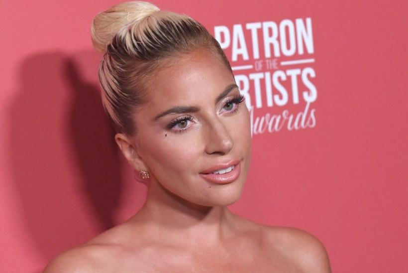 Suur süda! Lady Gaga külastas Punase Risti keskust ja viis California metsatulekahjudes kannatanutele pitsat