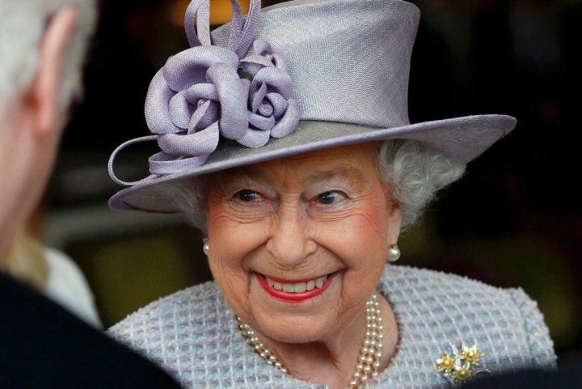 Elizabeth II pidas Charlesile liigutava juubelikõne - ja viskas koguni nalja!