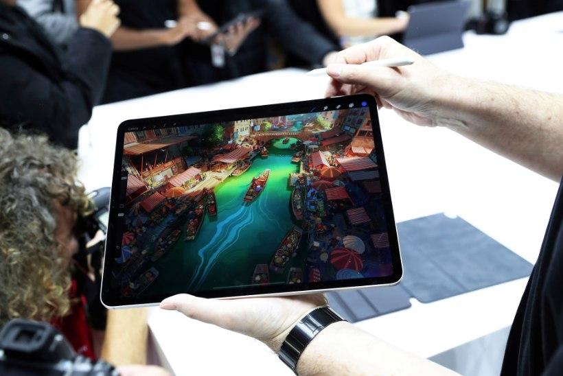 Видео: блогер голыми руками согнул пополам новый iPad Pro