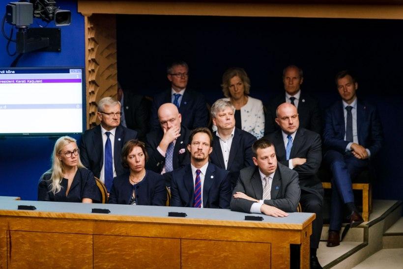 KRONOLOOGIA | Kuidas ÜRO ränderaamistik viis valitsuskriisini