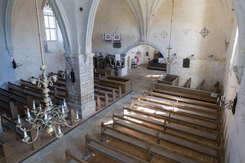 """Tänu """"Pealtnägijale"""" leiti üles 23 aastat tagasi varastatud Pilistvere kiriku lühter"""