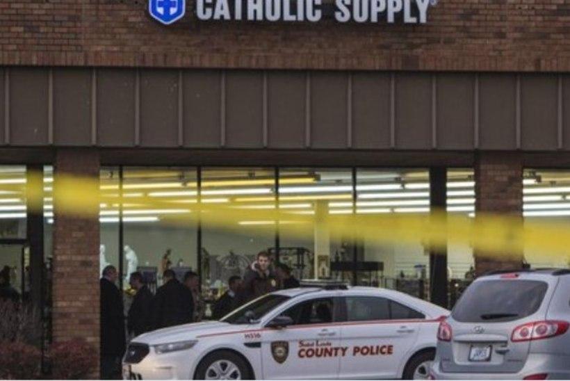RÜNNAK KRISTLIKUS POEKESES: mees sundis naisi paljaks võtma ja tulistas üht ohvrit pähe