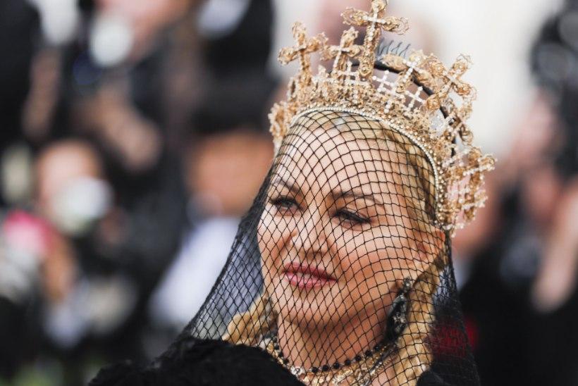 Madonna sättis tänupüha puhul kõik oma kuus last fotole