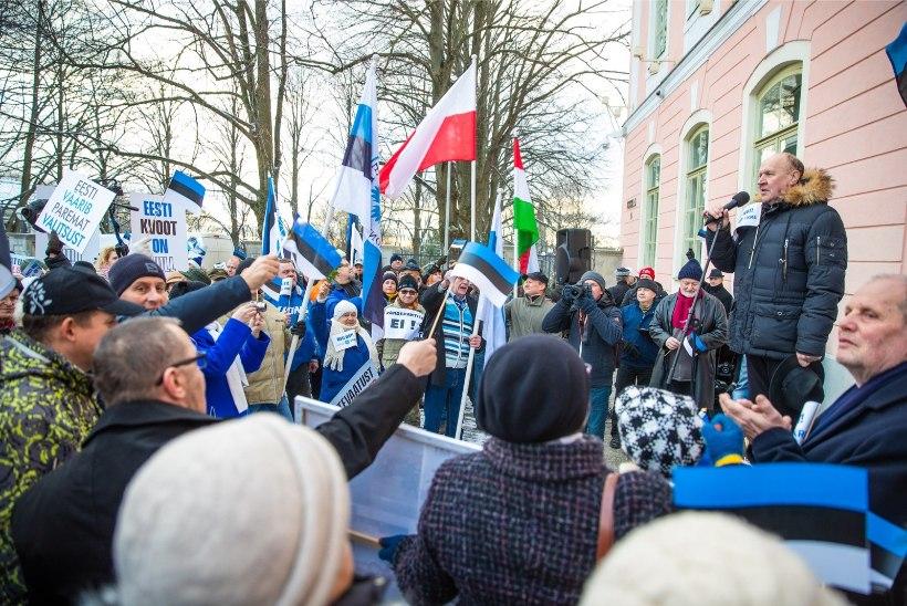 GALERII JA VIDEO | EKRE avaldab riigikogu ees meelt ÜRO rändepaktigaühinemise vastu