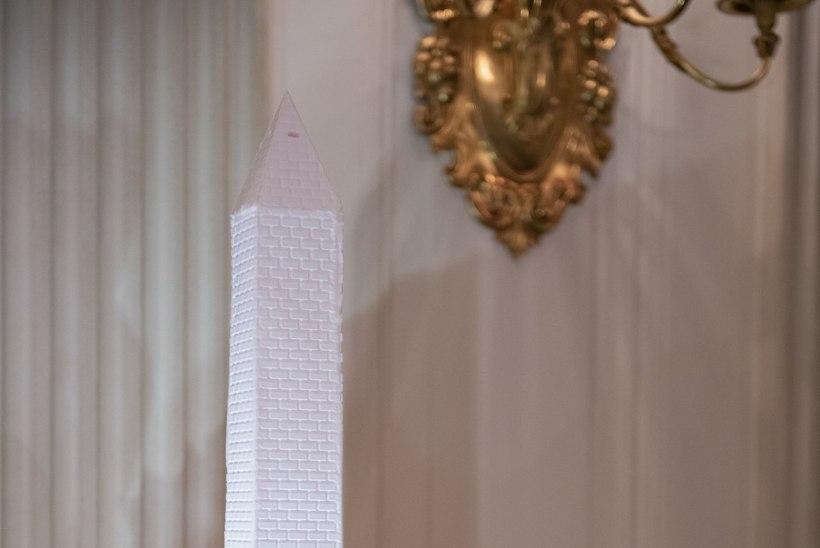 VÕTAB SILME EES KIRJUKS: Melania Trump paljastab, milline näeb jõuluehteis Valge Maja välja seestpoolt!