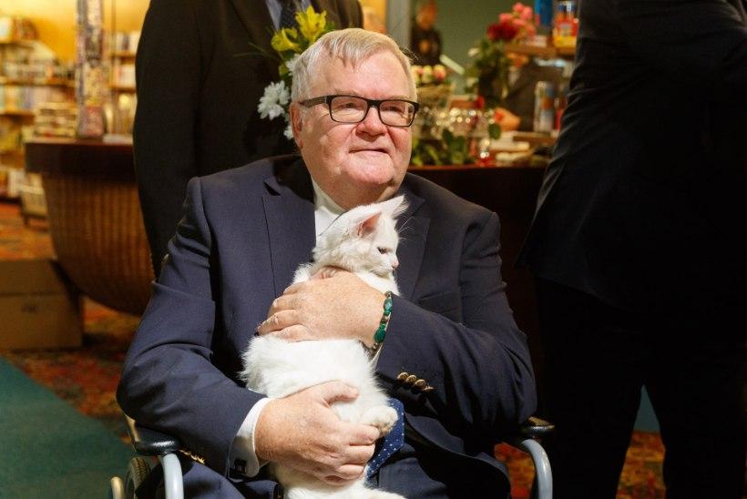 NOVEMBER PILDIS | Anu Saagim käpuli Aunaste kabineti põrandal, selgeltnägija Tarandi tagumikku päästmas