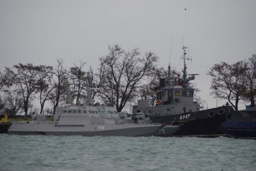 Kolm arestitud Ukraina sõjalaevade komandöri viiakse Moskvasse