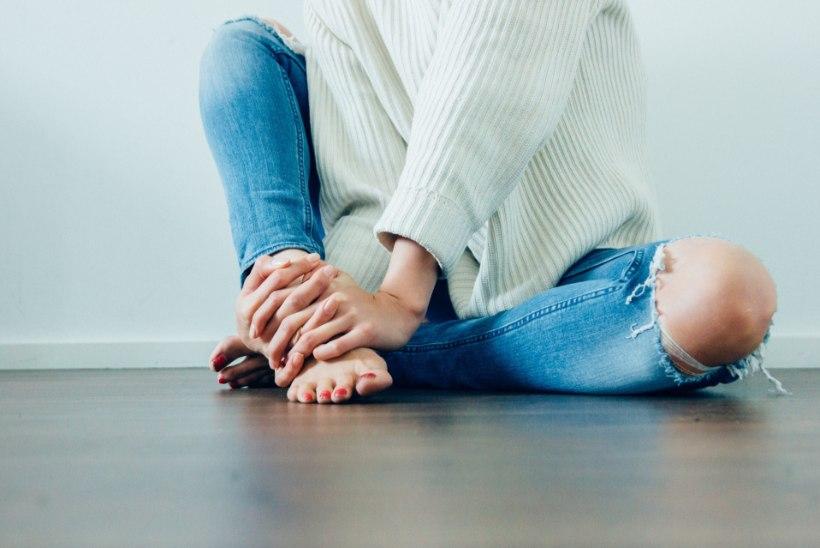 Varbamured: mida teha kui jalad liialt higistavad, küünevallid on põletikulised või küüned pragunevad?