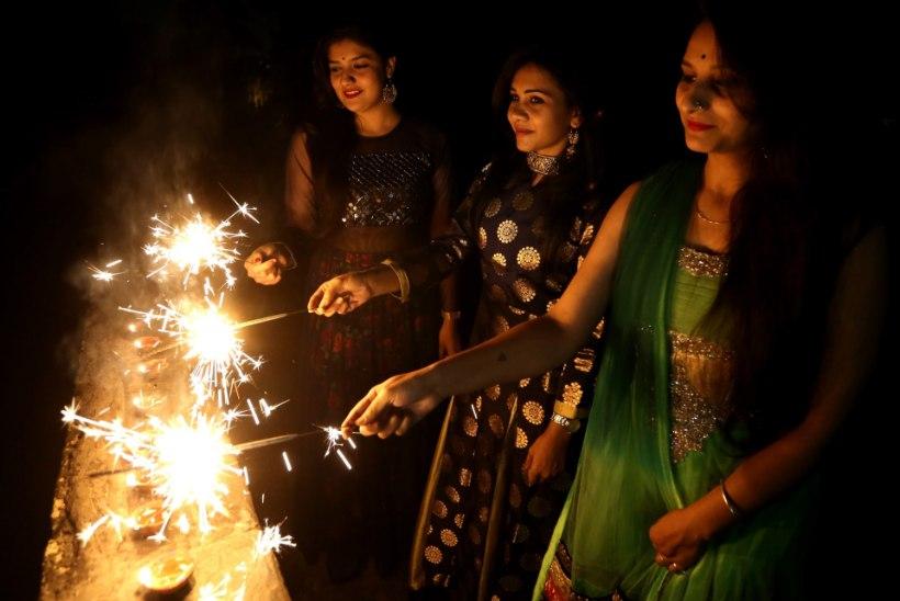 GALERII | Hindud kogu maailmas alustasid valguspüha Diwali tähistamist