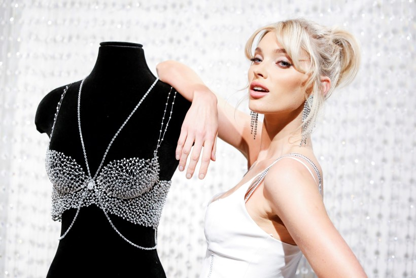 JAA! Victoria's Secreti modell demonstreerib miljoni dollari rinnahoidjat!