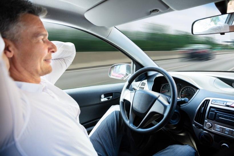 Teadlased ennustavad: isejuhtivatest autodest võivad saada liikuvad lõbumajad