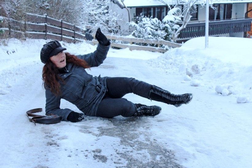 Tänaval libisedes pane haiget saanud kohale lund peale
