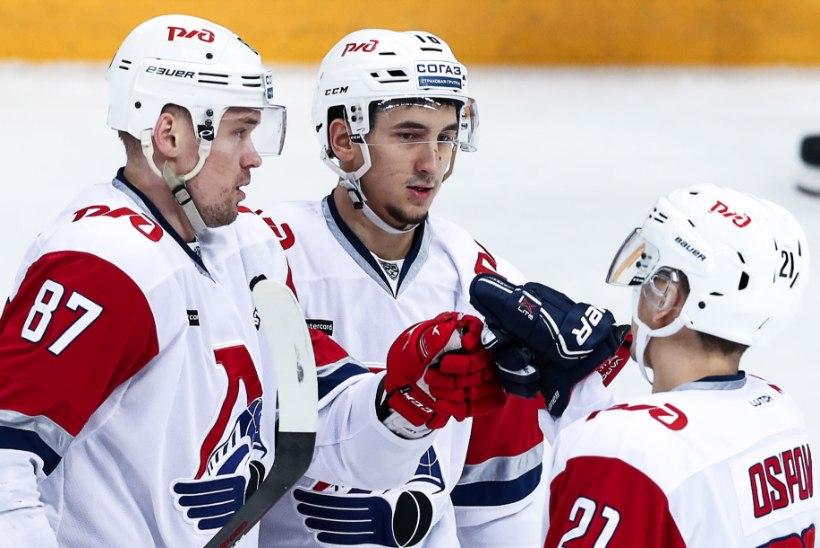 VIDEO | Eriliselt jõhker hokimees KHLis: esmalt rammis vastast pähe, seejärel andis kohtunikule vastu vahtimist!