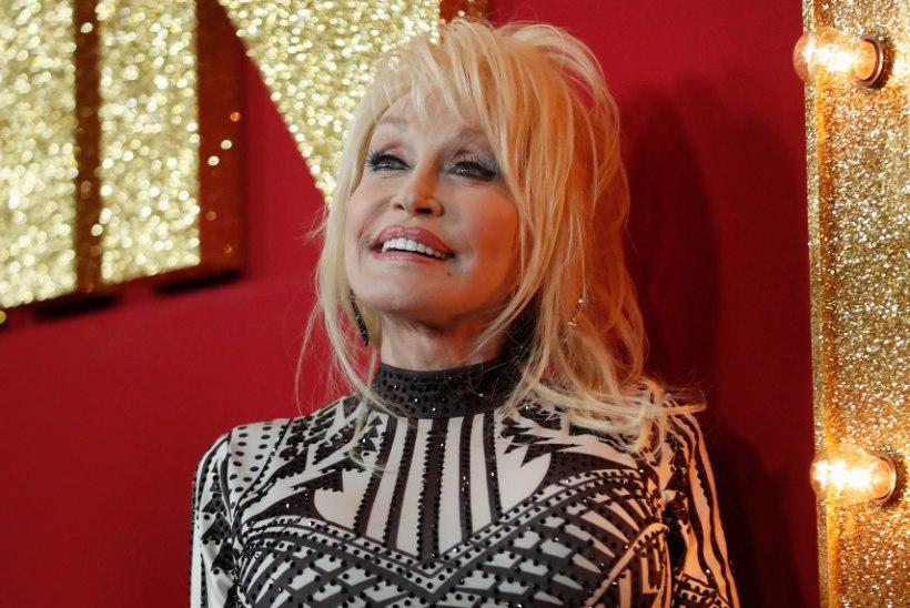 Dolly Parton leinab loomepartnerist nooremat venda