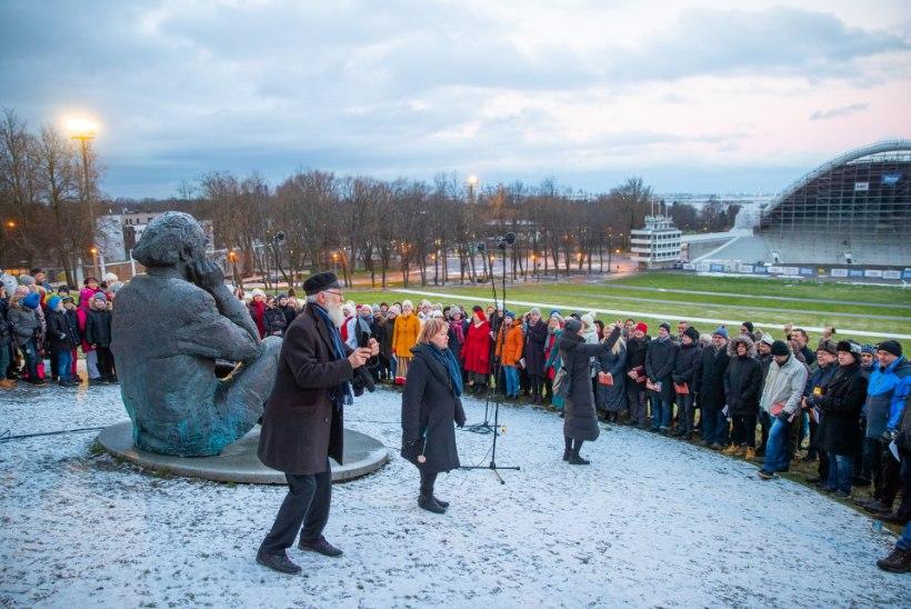 GALERII JA VIDEO | Kaljulaid laulis koos kooriga Ernesaksa 110. sünniaastapäeva auks
