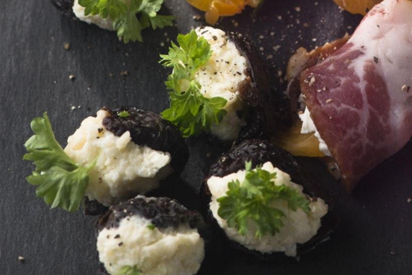Mustad ploomid pähkli-juustutäidisega