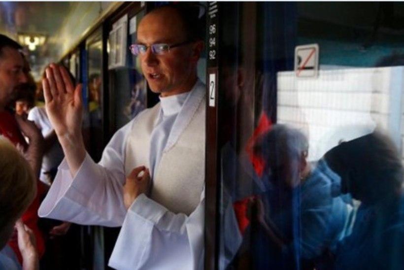 Preestrid pakuvad jõuluajal Poola rongides hingeõnnistust
