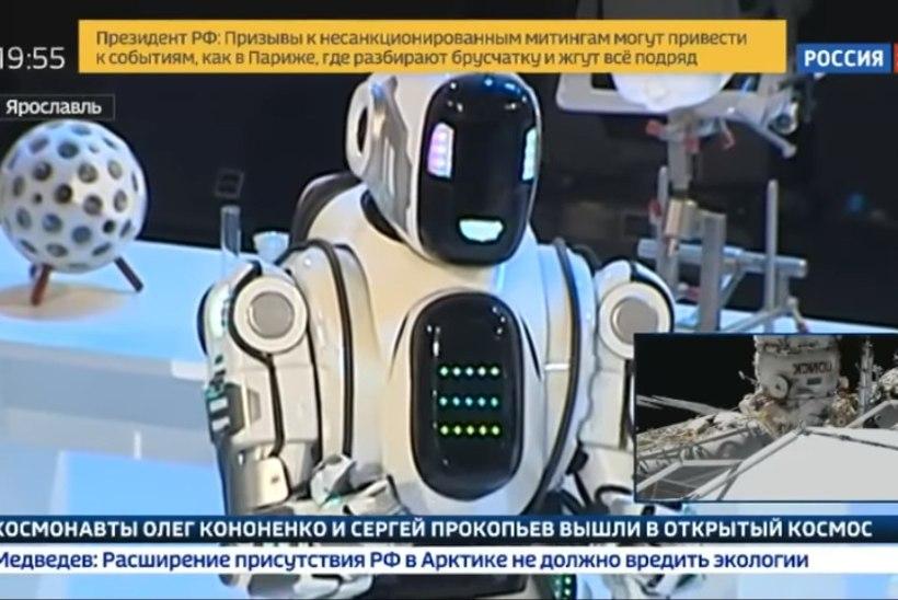 POTJOMKINI KÜLA: Putini foorumi imerobot osutus kostüümis meheks