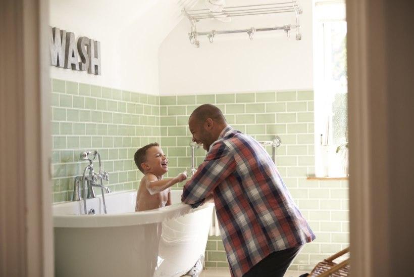 Kas kasuisal sobib partneri kolmeaastase pojaga vanni minna?!