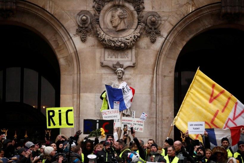 GALERII | Pariisis jätkuvad kollavestide rahutused