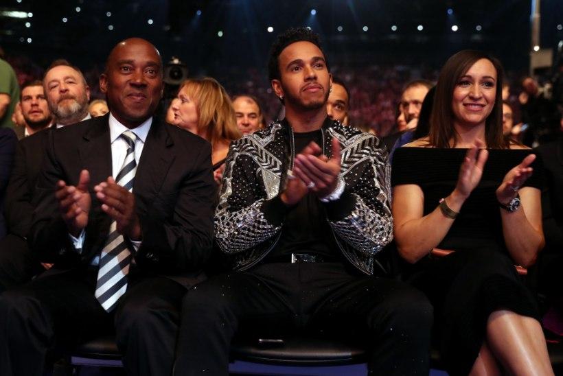 """""""Koduaguli"""" rahvast solvanud Lewis Hamilton esines avaliku vabandusega"""