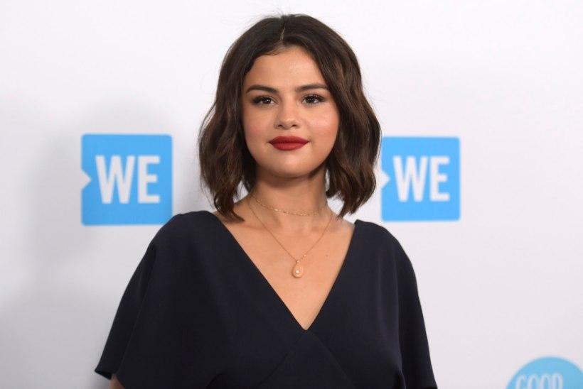 Selena Gomez poseerib esimestel fotodel pärast psühhiaatriahaiglasse sattumist
