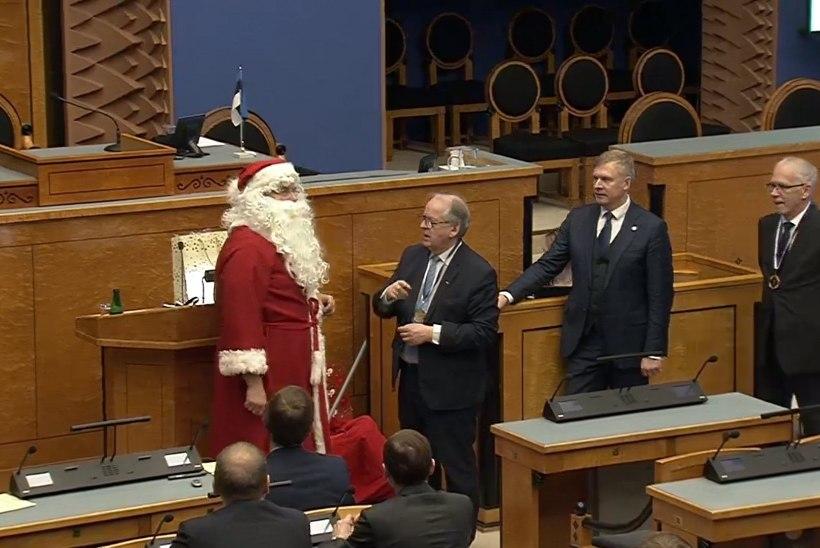 VIDEO | Mida tõi jõuluvana riigikogu liikmetele?