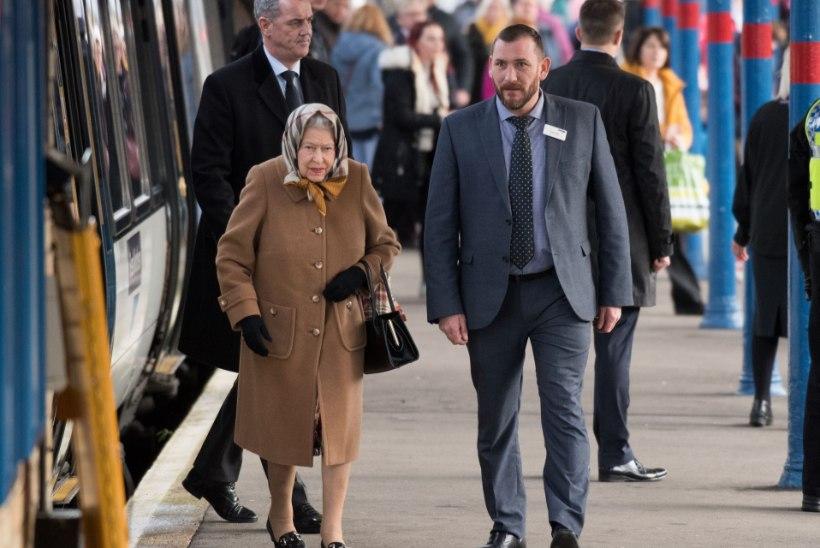 Jõulud lähenevad: kuninganna Elizabeth II sõitis rongiga pühi veetma