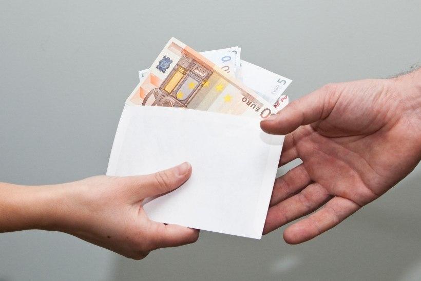 Must palk kolib ümbrikust pangaülekandesse