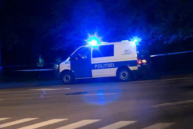 Pärnumaal põrkasid kokku sõiduauto ja veoauto, 58aastane naine toimetati haiglasse