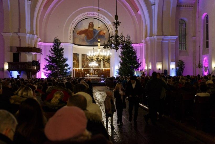 GALERII | Kaarli kirikus lausid Maarja-Liis Ilus, Ott Lepland ja Noorkuu