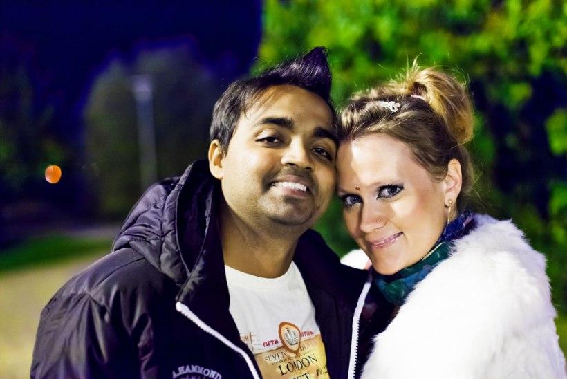 FOTOD JA HARUKORDNE VIDEO INDIA PULMAPEOST | Airi Vipulkumar Kansar ja Vipulkumar Kansar tähistavad 6. pulma-aastapäeva