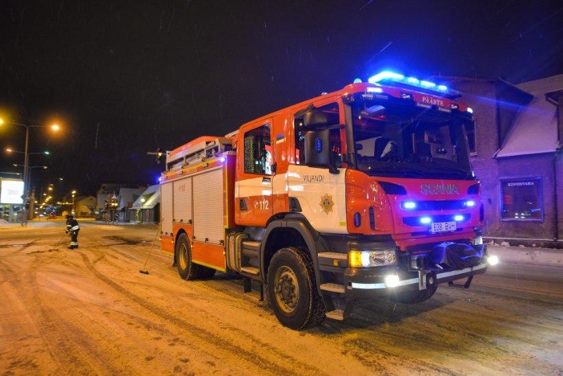 GALERII | Viljandis põrkasid kokku kaks BMW-d