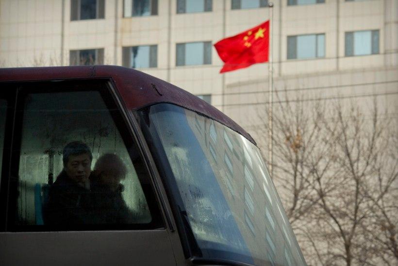 Hiina linnatänaval sõideti kaaperdatud bussiga rahva sekka. Hukkus kaheksa inimest