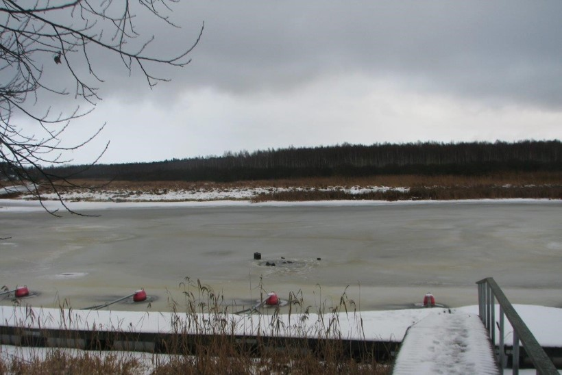 FOTOD SÜNDMUSKOHALT | Valgamaal uppus läbi Väike-Emajõe jää vajunud lätlane